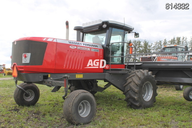 2013 Massey Ferguson WR9740 Windrower / Swather
